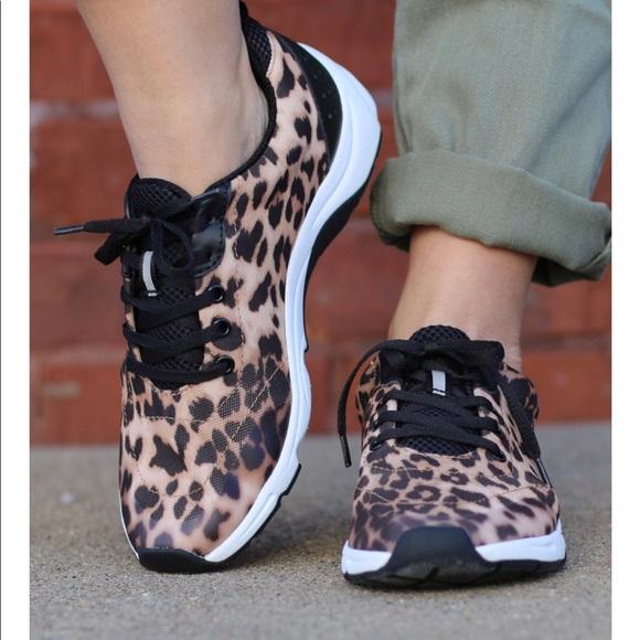 ce6b3f4d0be VIONIC Women s Leopard Print Orthaheel Sneakers 7.  M 5b875adf2830951702f1a9a2